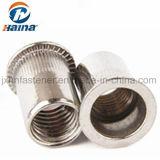 En acier au carbone à tête plate en acier inoxydable de l'écrou rivet moleté