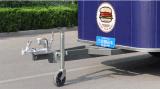 Acoplado y carro del alimento de la calle que hacen buen asunto