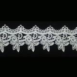 백색 넓은 수용성 폴리에스테 간단한 꽃 디자인 L019를 가진 편평한 레이스 손질