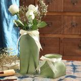 De Vaas van het Glas van de Decoratie van het Huwelijk van het huis met Lint