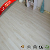 Un revêtement de sol en vinyle PVC de luxe OEM du grain du bois de 5mm 4MM Cliquez prix bon marché