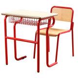 Стол и стул студента начальной школы
