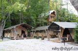 リゾートのGlampingのテントの木製のポーランド人2-4の人のテント