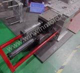 プラスチック注入型のねじを抜く水圧シリンダ2の端
