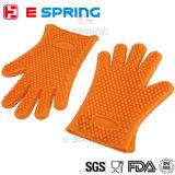 ベーキングはBBQの耐熱性シリコーンの台所手袋に用具を使う