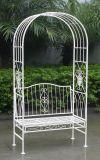 Arco al aire libre del jardín del hierro labrado con el banco