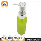 Зеленая тонкая косметическая бутылка любимчика для внимательности кожи