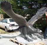 Eagle noir sculpté en pierre noire