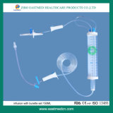 Medische Beschikbare Infusie die met Buret wordt geplaatst die met de Reeks van de Infusie van de Klep 100ml wordt geplaatst