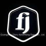 Signes de logo et logo éclairés à contre-jour par métal imperméable à l'eau