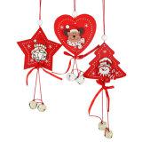 Ornement en bois de Noël avec le modèle de cerfs communs de bonhomme de neige de Santa en stock