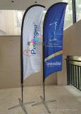 Spiaggia esterna che fa pubblicità alla bandierina della piuma del vento con stampa della bandiera di volo