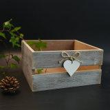 Caja de almacenamiento de madera de época antigua en Pinewood