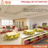 A tabela e as cadeiras do jardim de infância da madeira compensada ajustaram a mobília dos miúdos da madeira das crianças
