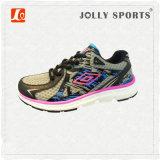 人の女性の靴を実行する新しいデザイン様式のスニーカーの網のスポーツ