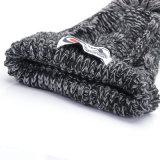 Мода трикотажные теплой зимой Beanie с Red Hat с вышивкой