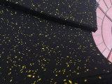 Переплетение резиновых пол в спортивный зал для фитнеса