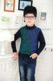 カレンの男の子デザインは長い袖によって編まれたセーターを模造した