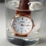 2016個の新しい到着の高品質の人の女性の革腕時計8カラー方法デザイン防水腕時計
