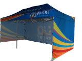 Schioccare in su la tenda piegante del baldacchino per fare pubblicità