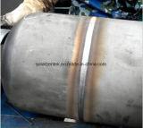 Saldatrice di giro con un cannello per saldare per due parti di saldatura del serbatoio di acqua