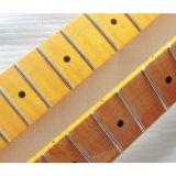La lucentezza ha rifinito il collo della chitarra di inizio dell'acero fiammeggiato un pezzo solo