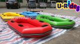 De Agua inflable barco en el Parque Acuático diapositiva