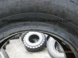 軍のトラックのタイヤ