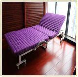 Удобный металл складывая экстренную кровать для релаксации отдыха