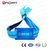 PVC札+ロックが付いている任意選択RFIDによって編まれるリスト・ストラップ