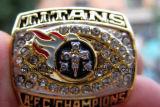 De hete Ringen van het Kampioenschap van de Titanen 1999 van Tennessee met het Verschepen van de Daling