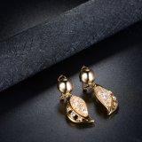 Daling van het Kristal van de Juwelen van de Legering van de gouden-Kleur van de manier bengelt de Bladvormige Oorringen