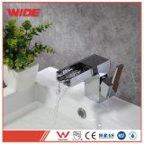 Fabricante de la cuenca cascada Cupc Grifo lavabo grifo mezclador con palanca única