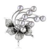 卸し売り模造宝石類の真珠のラインストーンの水晶花のブローチ