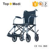 荷物として携帯用旅行手動車椅子を折っているTopmediのアルミニウムライト級選手
