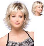Le donne adattano la parrucca sintetica del partito delle parrucche dei capelli