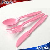 분홍색 색깔 PS 대에 플라스틱 손잡이 칼붙이 그리고 칼붙이