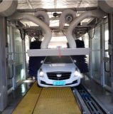 A lavagem de carro automática do melhor túnel bem escolhido faz à máquina a arruela do carro