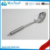 Cucchiaio scanalato cucina all'ingrosso dell'acciaio inossidabile con l'amo