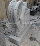 花こう岩の石造りの泣く天使の彫像記念碑