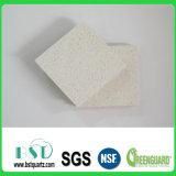 Couper pré la partie supérieure du comptoir extérieure solide blanche en cristal de pierre de quartz