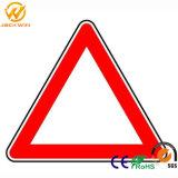 Cartel de plástico de seguridad del tráfico en señal de advertencia