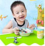 [فدا] سليكوون طفلة يغذّي حصير
