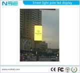 Lampada di via Palo che fa pubblicità alla casella chiara
