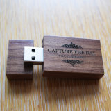 Insignia personalizada nuez de destello de madera del mecanismo impulsor de la pluma del USB de los regalos de boda