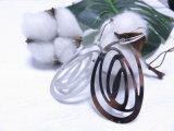 ファンキーなホックの方法宝石類の銀カラー大きい吊り下げ式の女性のローズの花のイヤリング