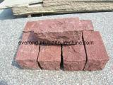 Il porfido rosso, la pietra per lastricati rossa, ciottolo con la spaccatura naturale/ha fiammeggiato la rifinitura