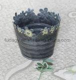 Il ferro antico scava fuori i POT di fiore