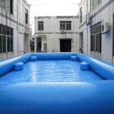 Quadratischer aufblasbarer blauer Swimmingpool mit Prüftisch