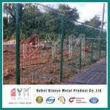 溶接された網の塀のパネルを曲げる三角Vのタイプ塀/3D